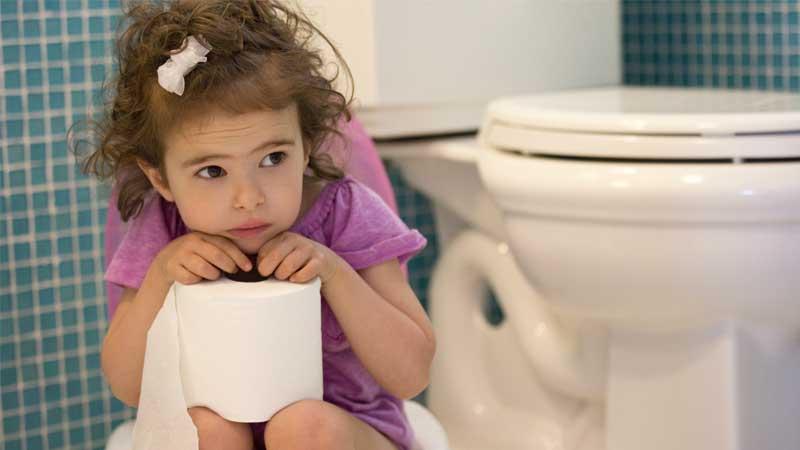 مهم ترین دلایل یبوست در کودکان و درمان این عارضه